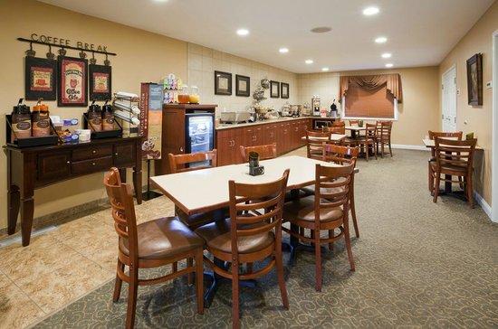GrandStay Hotel & Suites Perham, MN: Breakfast Area