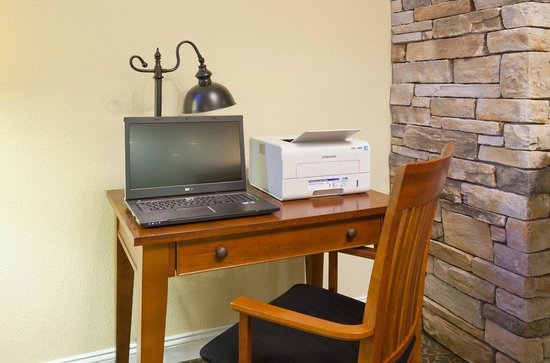 GrandStay Hotel & Suites Perham, MN: Business Center