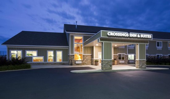 GrandStay Hotel & Suites Perham, MN: Exterior at Night