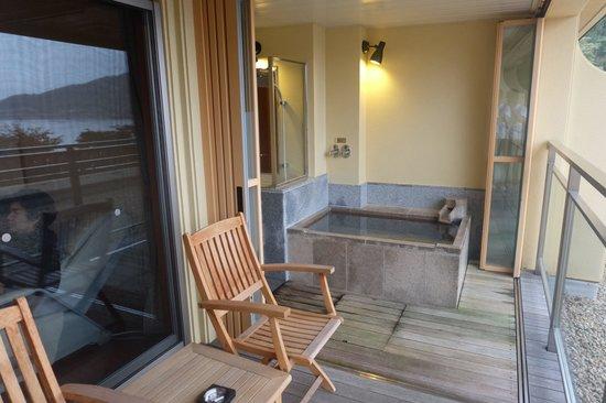 Lakeside Kawaguchiko Sunnide Resort: Private onsen