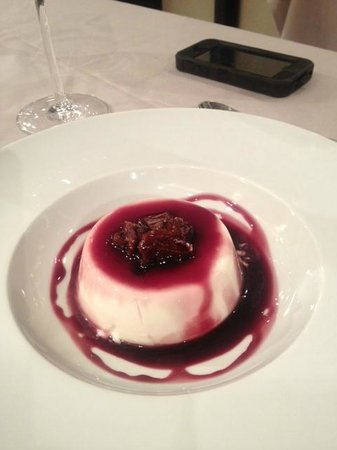 la cancela : Spectacular milk dessert with a reduction from a bottle of wine.
