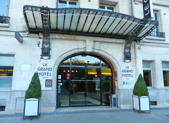 Grand Hotel de Tours: Hotel's entrance