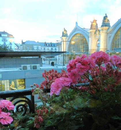 Grand Hotel de Tours: Tours Railway Station from the Restaurant window