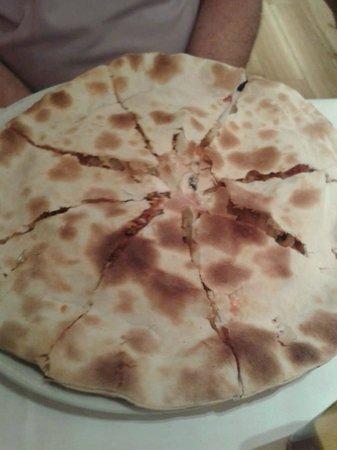 La Nicoletta Castellana : Inside out pizza.