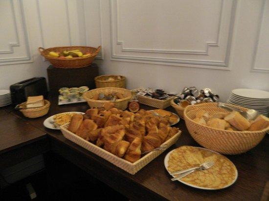 Grand Hotel de Tours: Breakfast buffet