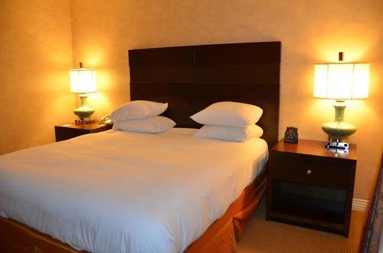 DoubleTree Hotel Boston/Bedford Glen : Bed