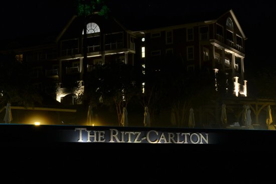 The Ritz-Carlton Reynolds, Lake Oconee: Pool infinity edge before Sunrise
