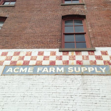 Echoes of Nashville Walking Tours: Old Farm Supply on Broadway