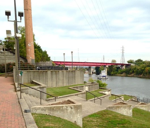Echoes of Nashville Walking Tours: The Cumberland River