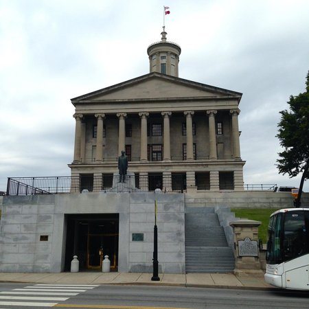 Echoes of Nashville Walking Tours: Tennessee State Capitol