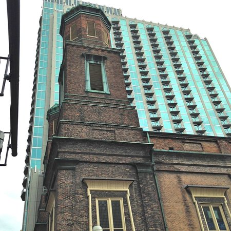 Echoes of Nashville Walking Tours: Egyptian architectural motifs on Presbyterian Church