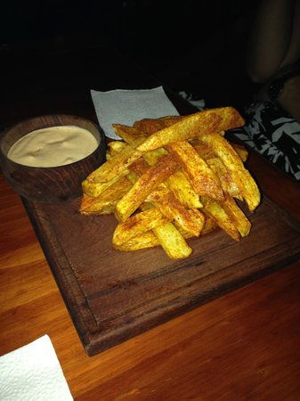 Club de la Cerveza: tower of fries
