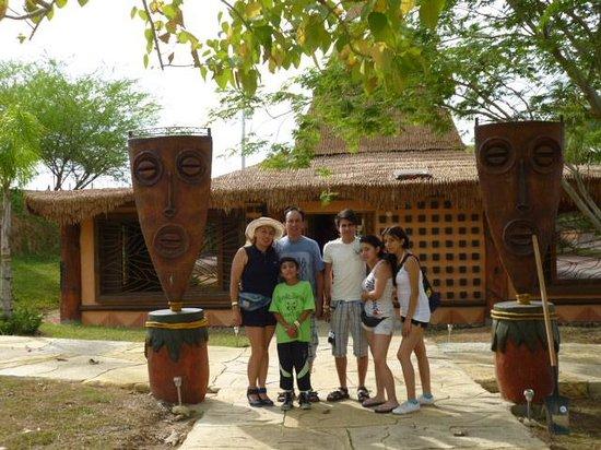 Parque Temático Hacienda Nápoles : hotel Africa