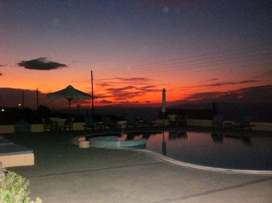 Anemoessa Villa: View of sunset and swimming pool