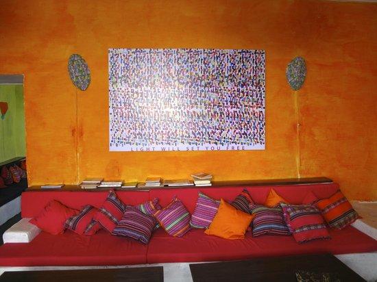 Intihuatana Lounge: Light will set you free