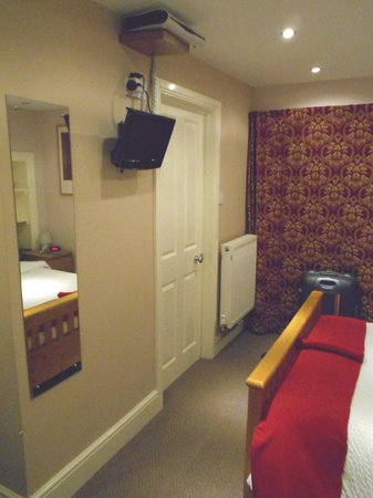 Abbey Cottage Bed and Breakfast : ZONA TV Y PUERTA BAÑO
