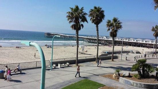 Ocean Park Inn: Looking left from our balcony
