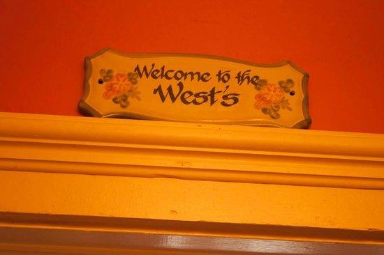 Azalea Inn Bed and Breakfast : The West Room