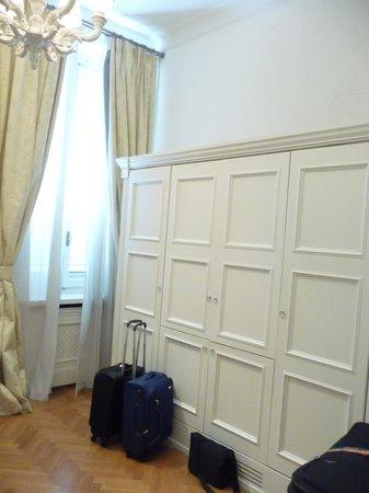Hotel Executive Florence: Plenty of storage