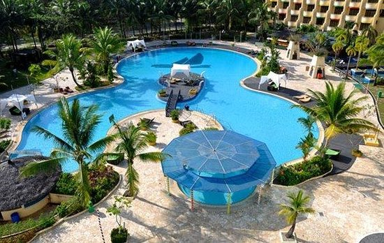 HARRIS Resort Batam Waterfront: Waterfront Pool