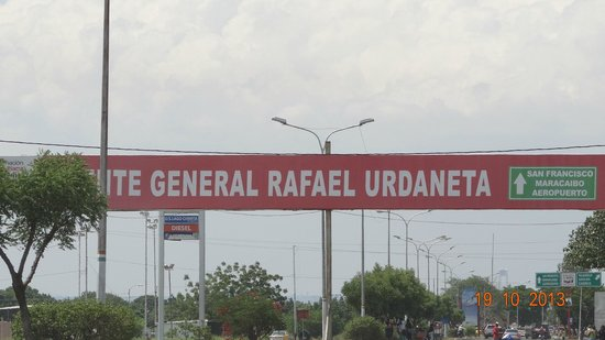 General Rafael Urdaneta Bridge : La valla