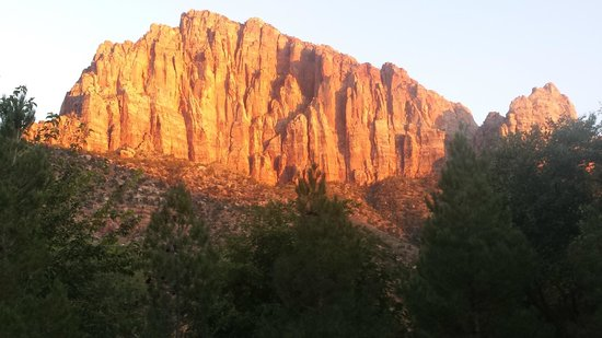 Quality Inn at Zion Park: View from hotel-west entrance of Zion Park