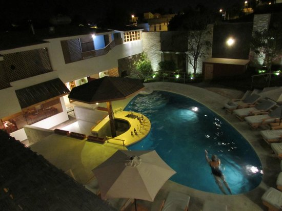 Hotel Villa Jazmin: View of the pool from our room
