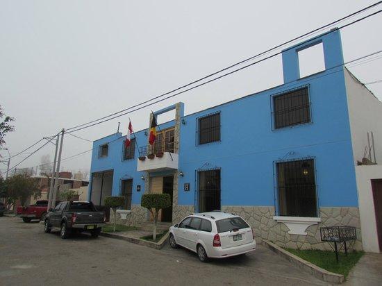 Hotel Villa Jazmin: Outside of hotel