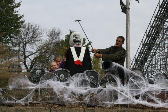Pirate's Cove Adventure Golf : kids loving the halloween decorations