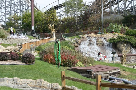 Pirate's Cove Adventure Golf : Decorated for Haunted golf- late October