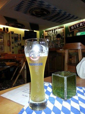 BierGarten Pucon: Una weissbier fresquita....