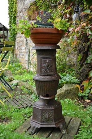 Moulin de la Beraudaie : pot de fleur insolite