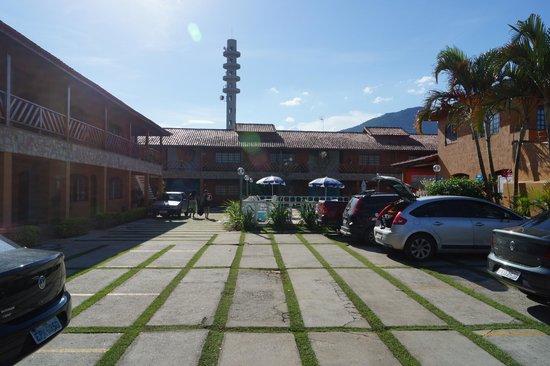 Hotel Pousada Paradise: Estacionamento