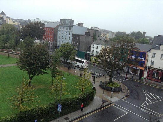 Hotel Meyrick : View of Eyre Square from our 3rd floor window