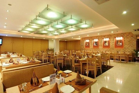 OYO 3626 Hotel Cambay Sapphire: Restaurant