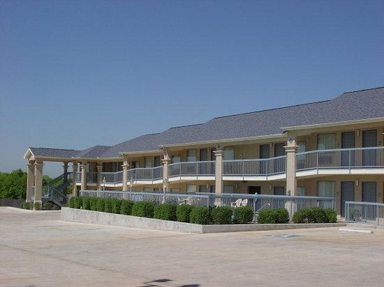 Executive Inn And Suites: Property View