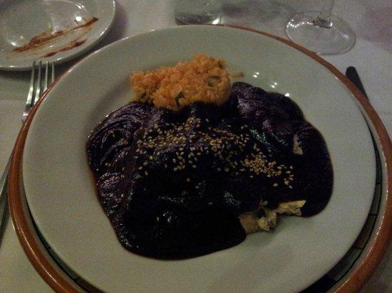 Casareyna: mole poblano - breast of chicken with rice