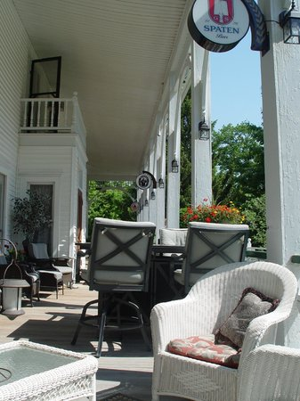 Bavarian Manor Country Inn & Restaurant : Beautiful Spring morning