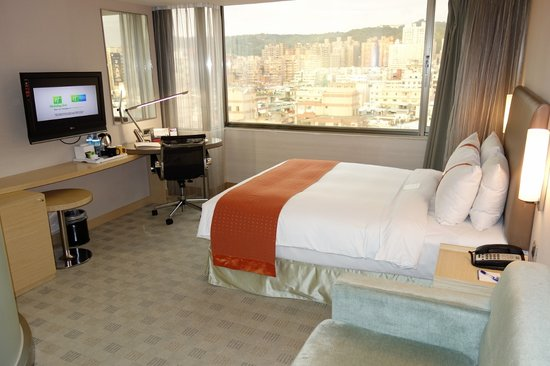 Holiday Inn Express Taoyuan: Queen Bed Standard Room