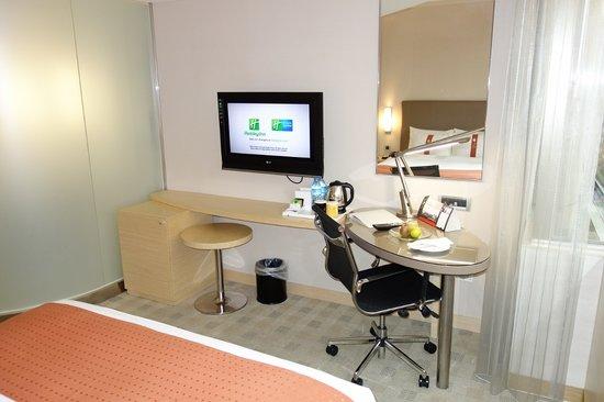 Holiday Inn Express Taoyuan: Queen Bed Standard Room