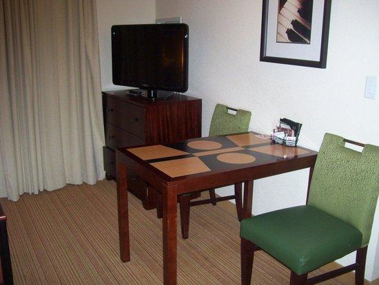 Residence Inn Kingston Water's Edge: Living room