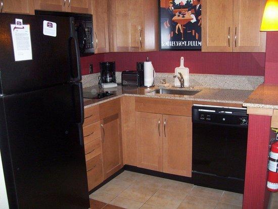 Residence Inn Kingston Water's Edge: Kitchen