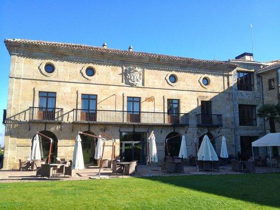 Parador de Argómaniz: Original part, restaurant is on the top floor with the circular windows