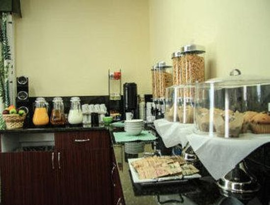 Days Inn Miramichi NB: Daybreak Cafe Breakfast