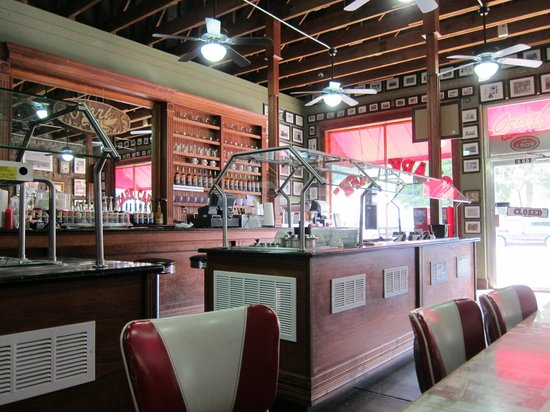 Ozark Cafe : Homey decor - love it!