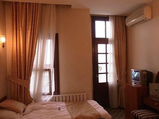 Historia Hotel: マルマラ海に面したテラス付の部屋1