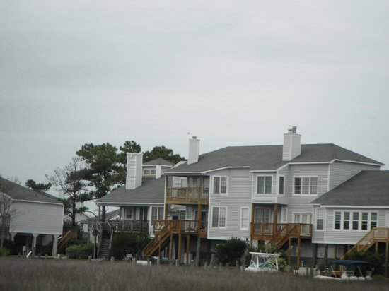 John Yancey Oceanfront Inn: Houses built on pillars