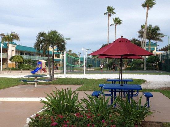 kid 39 s splash pool picture of international palms resort. Black Bedroom Furniture Sets. Home Design Ideas