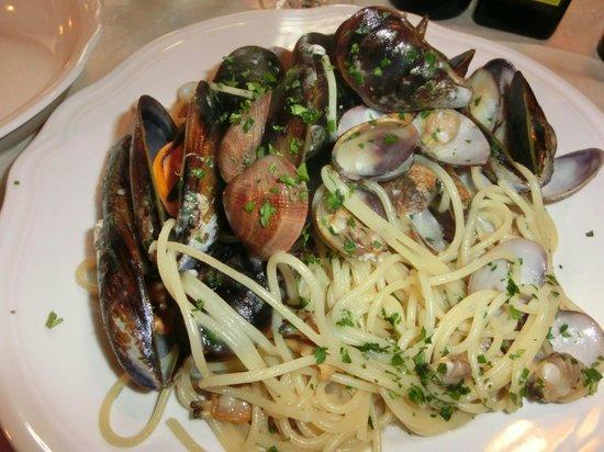 Taverna San Trovaso : あさりとムール貝のスパゲティ