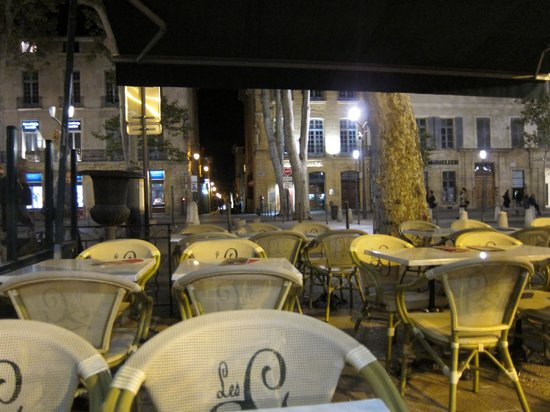 Hôtel de Gantés : The hotel is right next to this great Brasserie!
